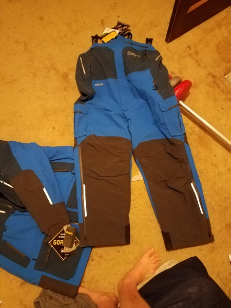 Cabelas xtreme goretex bibs and jacket new with tags for Ice fishing bibs and jacket