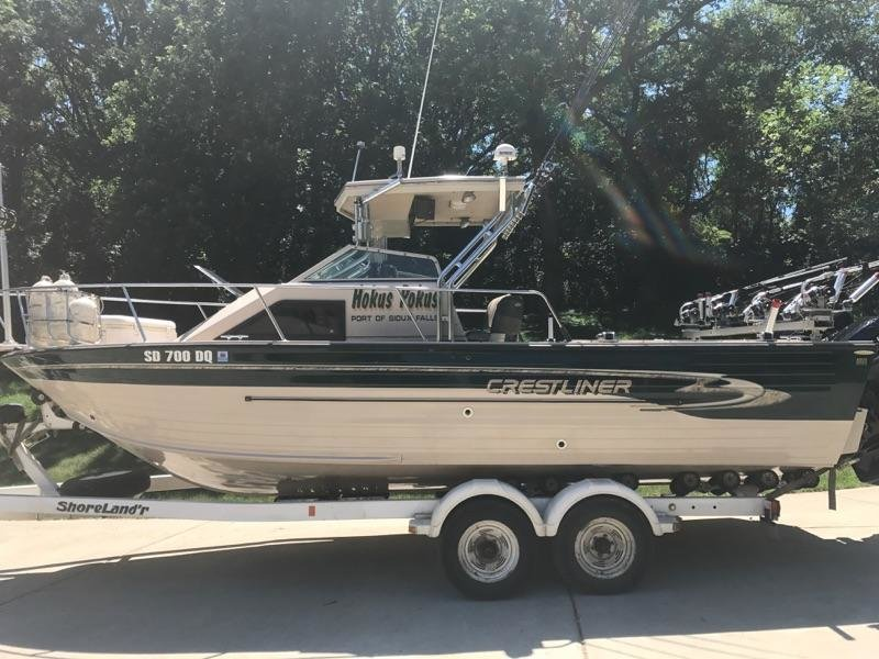 A special boat looking for new owner - 1998 Crestliner Eagle with