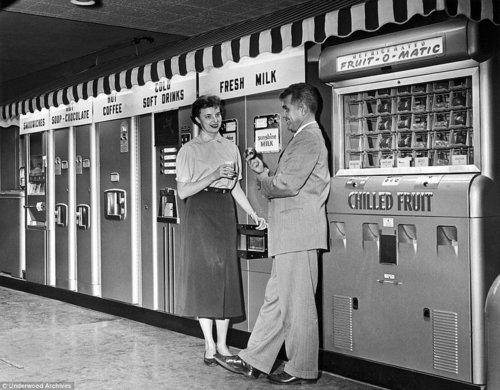 vintage-vending-machines-1920s-1960s-10.jpg