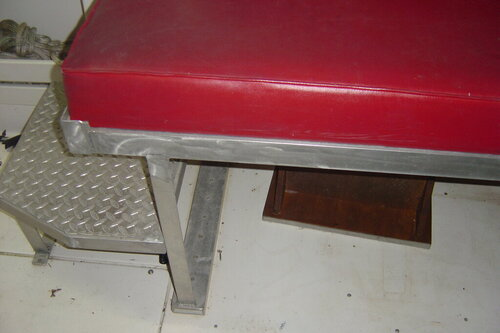 bench seat I fabricated to keep buddys out of rain etc 002.JPG