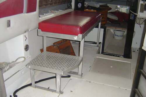 bench seat I fabricated to keep buddys out of rain etc 001.JPG