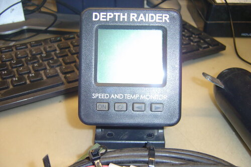 Depth Raider Model DR1000  bottom temp and speed 001.JPG
