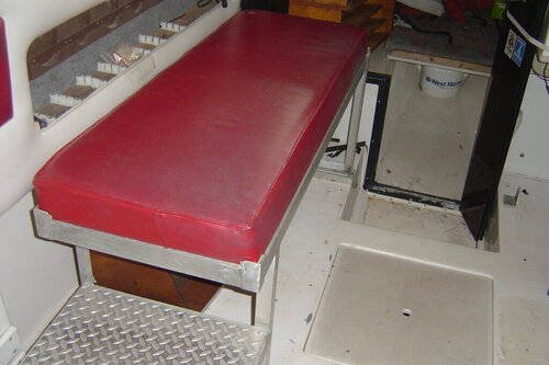 bench seat I fabricated to keep buddys out of rain etc 004.JPG