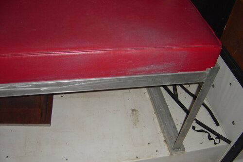 bench seat I fabricated to keep buddys out of rain etc 003.JPG