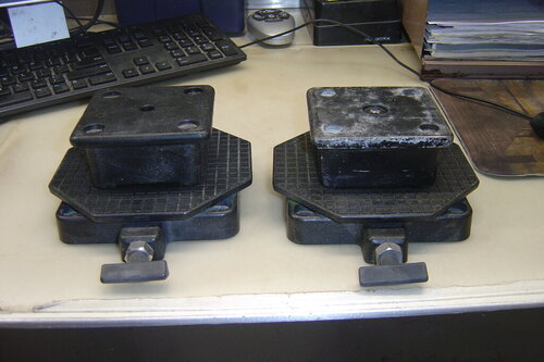 1 Pair Cannon swivel bases and Mounts and 1 turntable 001.JPG