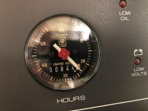 HourMeterStarboard.JPG